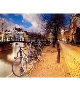 Bicicletas en el Canal de Amsterdam